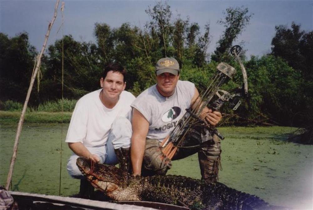 Chris & Glynn Gator Bow kill